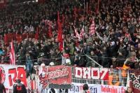 Polizeieinsatz im Gästeblock An der Alten Försterei, Düsseldorfer Ultras hatten zuvor gezündet