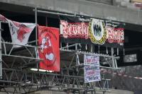rot-weiß geschmückte Baustelle an der Alten Försterei