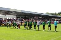 Spieler des SV Werder feiern den 5:0-Sieg