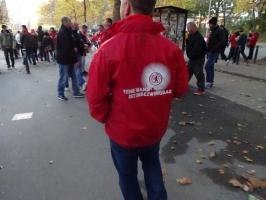 Union Berlin Motto-Poncho Pokalspiel in Dortmund