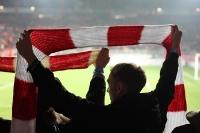 Fans mit Schal im Stadion An der Alten Försterei