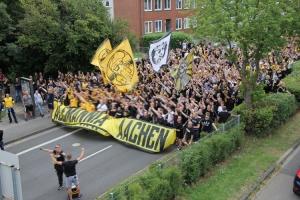 Aachen Fans Marsch DFB Pokal gegen Leverkusen