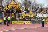 Aachener Fans jubeln über das 1:0 in WAT