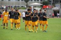 Aachener Spieler auf dem Weg zu den Fans