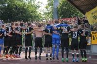 Aachener Spieler und Fans feiern in Oberhausen