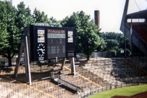 Anzeigetafel im alten Rheinstadion