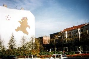 Berliner Bär mit Ball