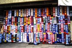 großes Angebot an Fußballschals