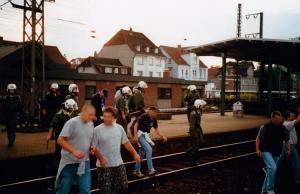 Marsch über die Gleise