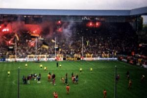 Pyrotechnik auf der Dortmunder Südtribüne
