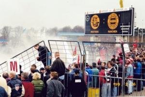 Rauch im Gästeblock des Ostseestadions