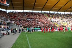 Leverkusen Fans und Spieler feiern Sieg in Aachen 2019