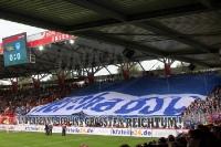 Große Hertha-Blockfahne vor dem Derby