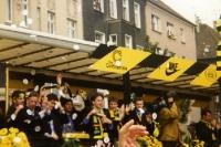 Mannschaft von Borussia Dortmund feiert den Titel, Mitte der 90er