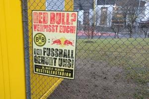 BVB Fans Schild gegen Red Bull