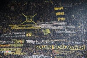 Dortmunder Spruchbänder gegen Red Bull