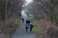 Leute auf dem Weg zum Alfred-Kunze-Sportpark