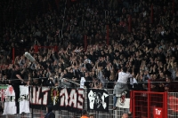 Ultras / Fans von Eintracht Frankfurt im eroberten Sitzplatzbereich des Gästeblocks