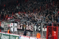 Ultras / Fans von Eintracht Frankfurt im eroberten Gästebereich der Alten Försterei