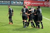 Spieler von Eintracht Frankfurt feiern einen Treffer