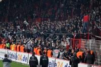 Frankfurter feiern den 4:0-Sieg beim 1. FC Union Berlin