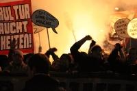 Etwas Pyrotechnik auf der Fandemo gegen das DFL-Papier