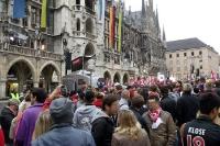 FC Bayern München Fans vor dem Rathaus