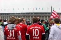 Bayern-Fans vor dem Berliner Olympiastadion