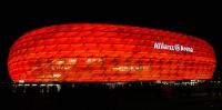 rot beleuchtete Allianz Arena in München
