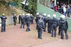 Polizeieinsatz vor Heimblock A Remscheid