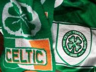 Schal und Trikot von Celtic Glasgow