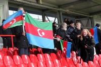 Flagge zeigen: Fans der Nationalmannschaft von Aserbaidschan beim Testspiel in Berlin