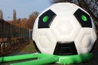 Groß, größer, am größten: Großer Fußball zum Toben für Kinder