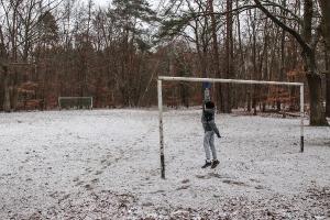 kleiner Fußballplatz im Schnee