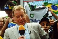 Sportmoderator Wolf-Dieter Poschmann in der ZDF-Arena im Rahmen der Fußball-WM 2002