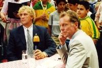 Sportmoderator Wolf-Dieter Poschmann gemeinsam mit der belgischen Torhüter-Legende Jean-Marie Pfaff