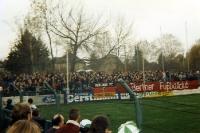 Fans des FC Berlin (BFC Dynamo) beim FC Sachsen Leipzig im Alfred-Kunze-Sportpark, 1994