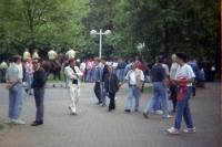 Fans vor dem Müngersdorfer Stadion des 1. FC Köln, Anfang 90er Jahre