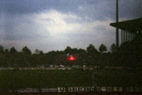 Bengalfackel im Gästeblock des Parkstadions des FC Schalke 04, Anfang 90er Jahre