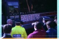 Mannschaftsbus am Stadion von Hibernian Edinburgh, 1994 (Pocketfilm)