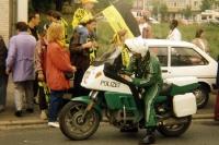 Motorradpolizist und Fans von Borussia Dortmund ,1995
