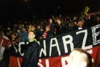 Die schwarzen Wölfe von Bayer 04 in Nantes
