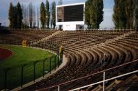 Jahn-Sportpark in Berlin mit alten Sitzbänken, 1994