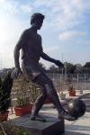 Statue vor dem Stadion von Olympiakos Piräus