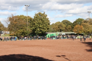 Links Clubhaus DSC Preußen rechts SV Duissern