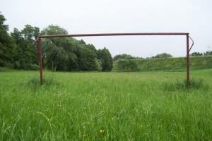 einsamer Fußballplatz