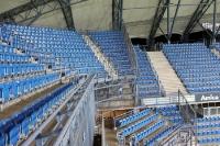 blaue Sitze im polnischen EM-Stadion Miejski in Poznan (Posen)