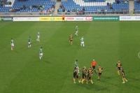 Spieler von GKS Katowice bejubeln den Ausgleich zum 2:2 bei Warta Poznan