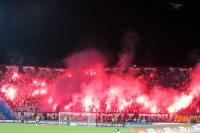 Pyrotechnik in der gemeinsamen Kurve Pogon Szczecin und Legia Warszawa