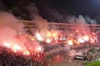 Pyroshow in der Kurve des FK Roter Stern beim Derby